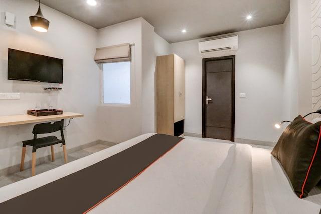 Collection O 163 Grey House