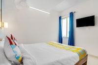 OYO Home 75010 Sidhant CHS, Bandra