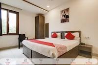 OYO Flagship 39600 Sathguru Residency