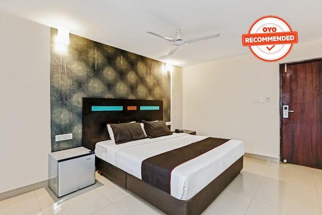 Collection O 50126 Hotel Sk Elegance