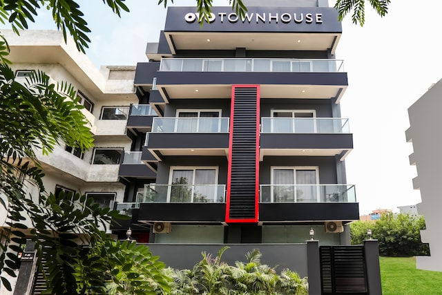 OYO Townhouse 158 Near Netaji Subhash Marg