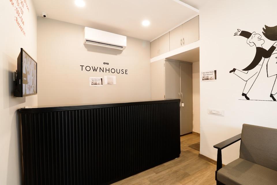 OYO Townhouse 377 Comfort Medows
