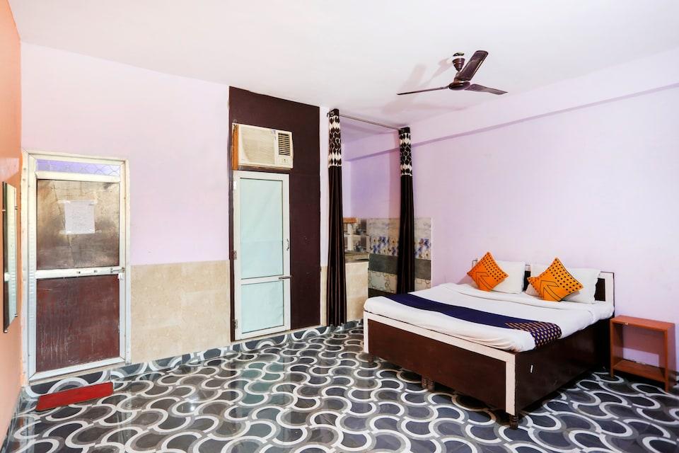 SPOT ON 75150 Hotel Urban Villa, Noida City, Noida