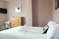 OYO Hampton Court Hotel