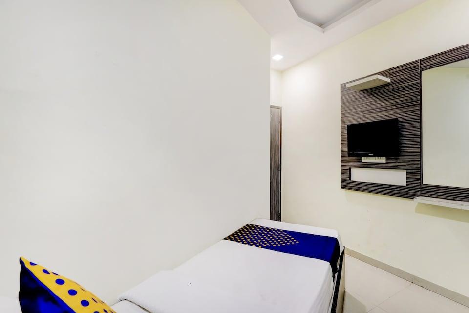 SPOT ON 75190 Hotel Gitanjali Inn, Ashram Road Ahmedabad, Ahmedabad