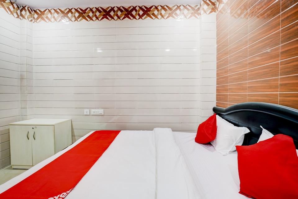 OYO HYD1516 Hotel Aroma Classic