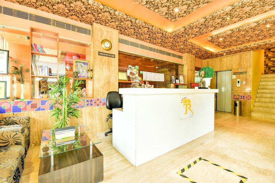 CAPITAL O75309 Hotel Royal Cm