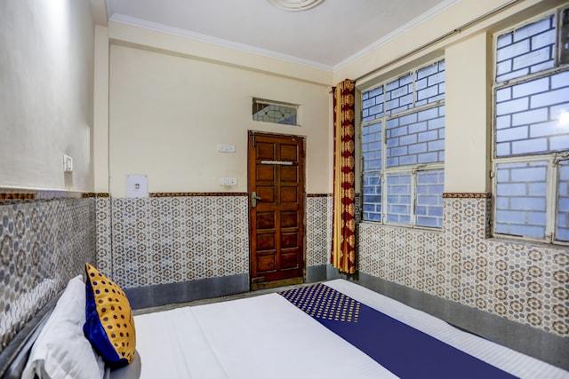 SPOT ON 75332 Hotel Arya Deep And Banquet Hall