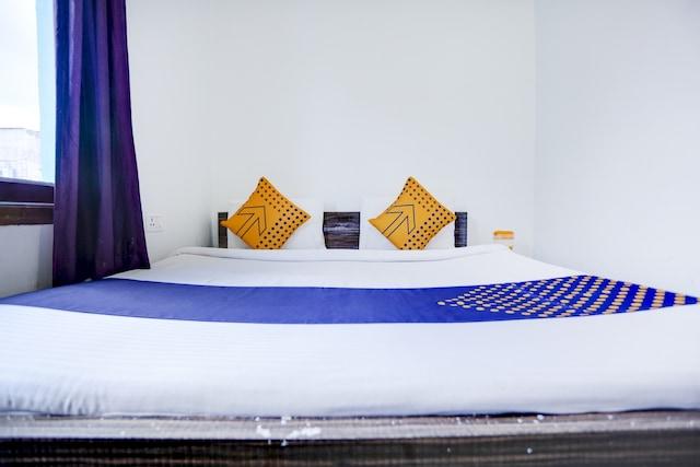 SPOT ON 75373 Hotel Gaur Krishna Seva Dham