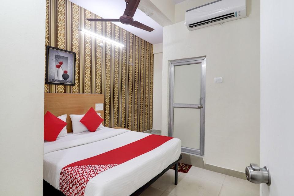 OYO 75379 Raja Ram Hotel