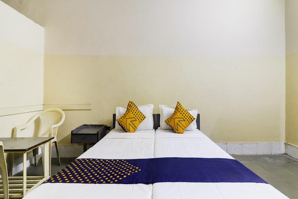 SPOT ON 75390 Bhavani Rest Rooms