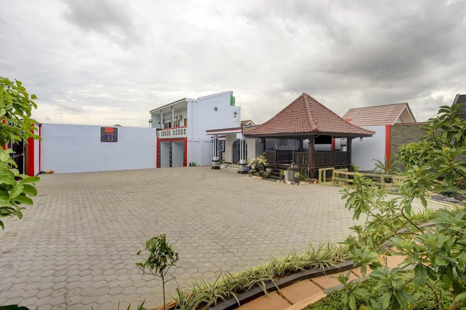 OYO 3982 Azka Homestay Syariah, Rajabasa, Bandar Lampung