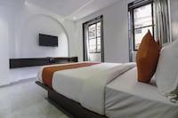 OYO 75540 Hotel Flora Suites