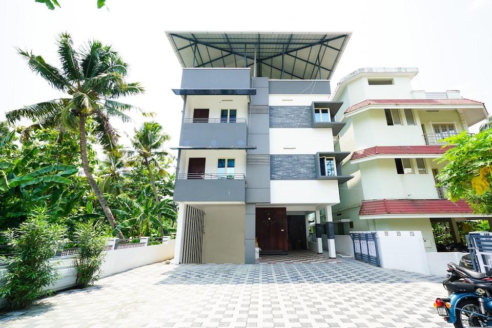OYO Flagship 37789 Cozy Stay Near Palarivattom Metro Station, Edapally Kochi, Kochi