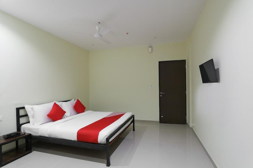 OYO Flagship 36956 La Casa Hotel & Banquets, Airport Surat, Surat