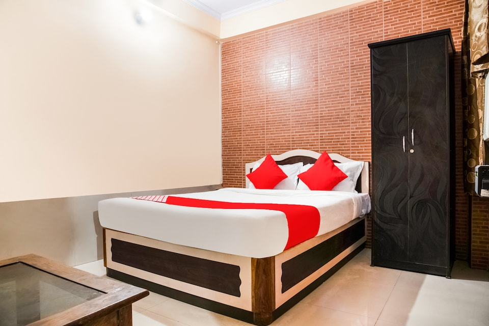 OYO Flagship 36878 Hotel Embassy Exhibition Rd