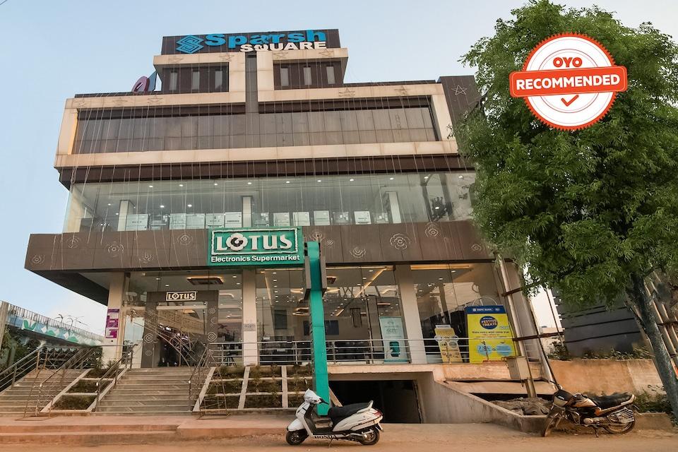 Collection O 44957 Landmark Square New Rajendra Nagar