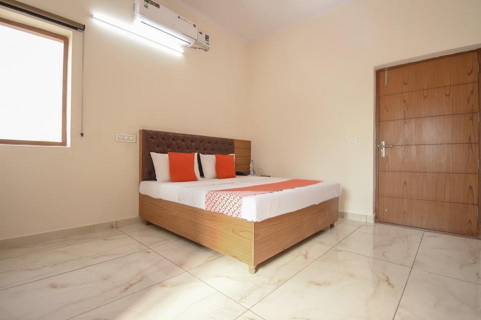 OYO 75663 Hotel Palm Inn