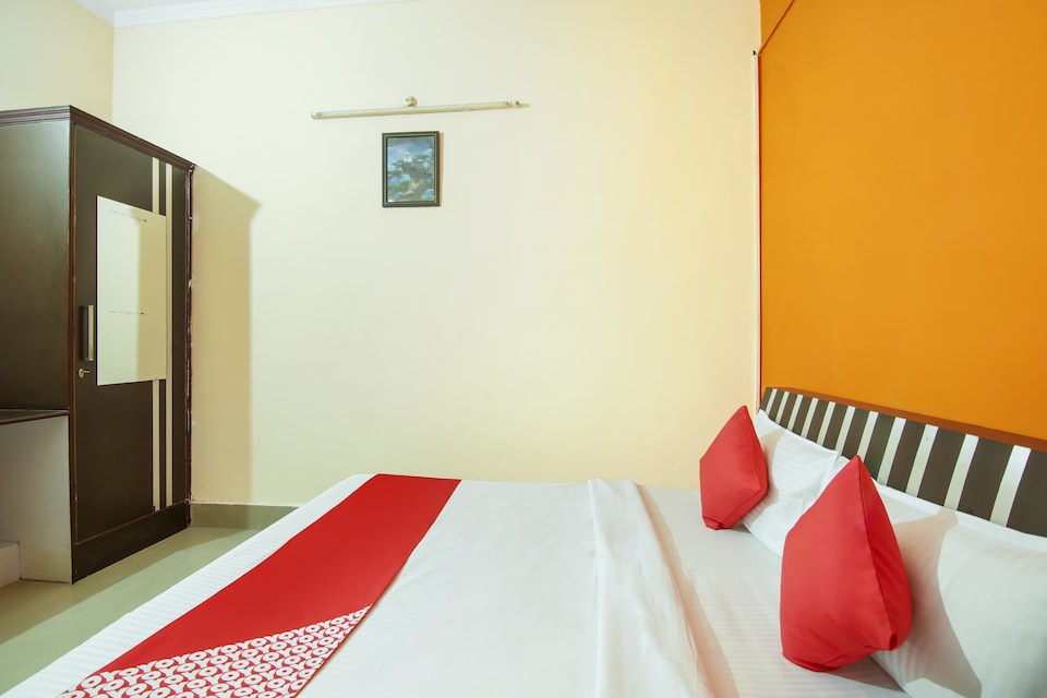 OYO 75664 Hotel Nmr Plaza