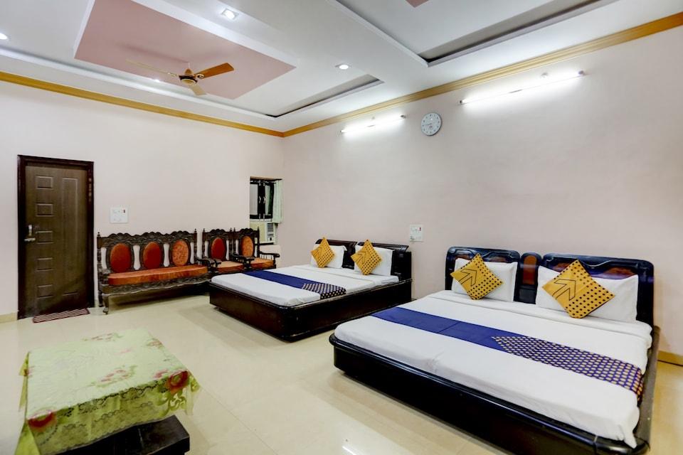 SPOT ON 75685 Shri Giriraj Dham