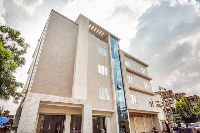 CAPITAL O75732 Hotel Aatithya