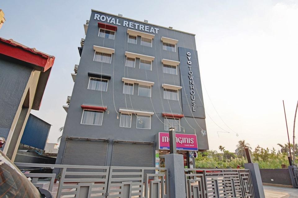 OYO Townhouse 75779 The Royal Retreat