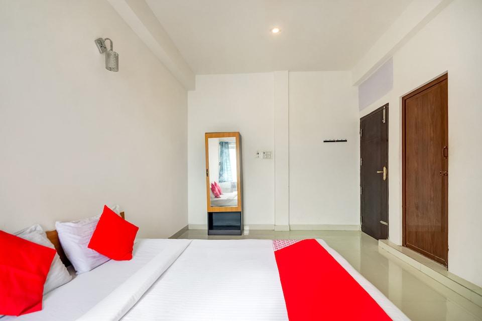 OYO 75814 Hotel Varna Residency