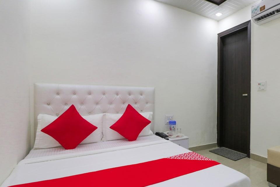 OYO 75882 Hotel Edina Inn