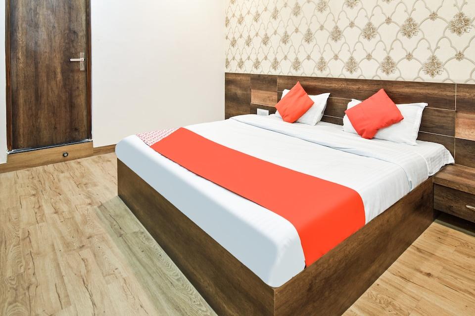OYO 75885 Hotel G.n.
