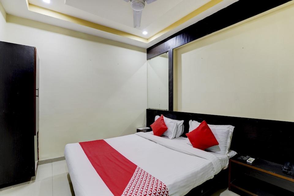 OYO 75892 Hotel Shri Krishna Palace
