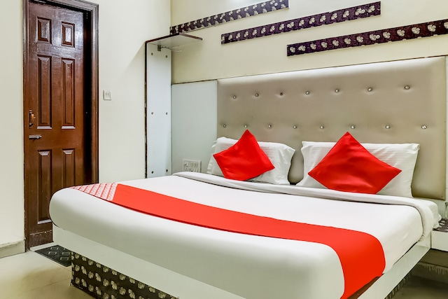 OYO 75948 Hotel Tushar Continental