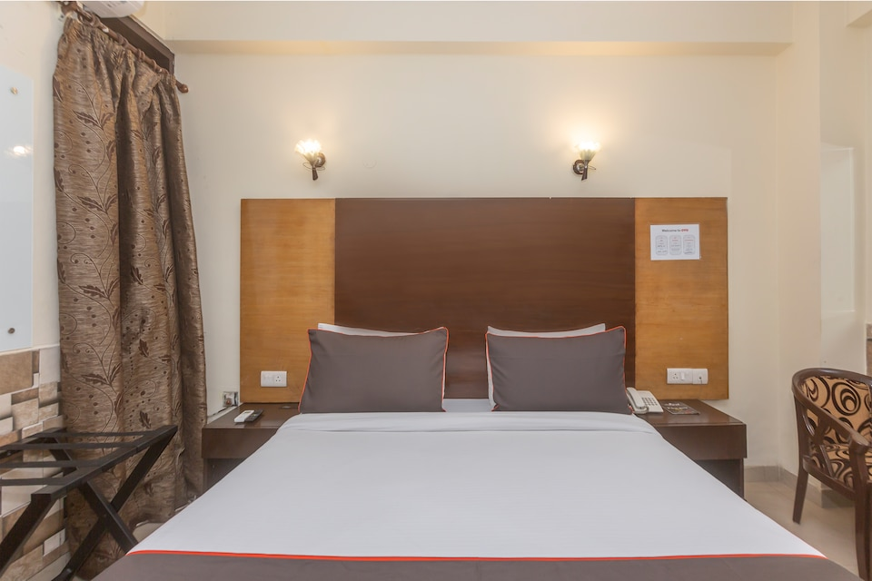 Collection O 16365 Delight Inn Near Chattarpur Mandir