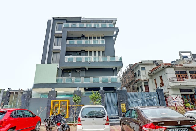 OYO Townhouse 75987 Sector 30