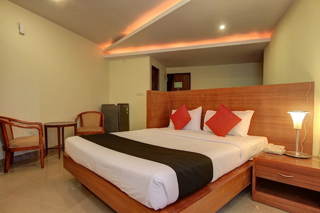 CAPITAL O76002 Hotel Bandra Residency