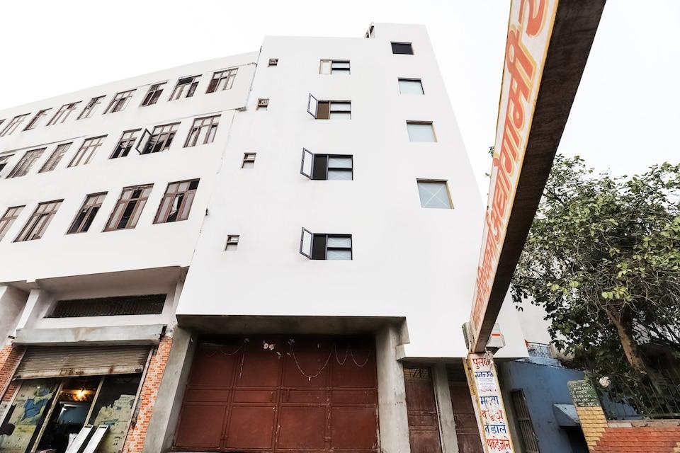 OYO Flagship 76030 Ashok Park Metro Inn