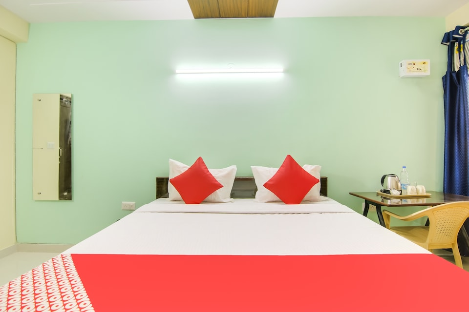 OYO Flagship 76035 Akash Hotel