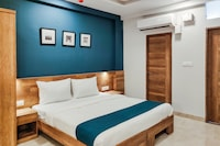 SilverKey Executive Stays 41109 Chikitsak Nagar