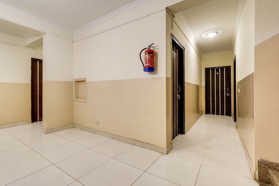 OYO Flagship 61086 Shri Ram Residency