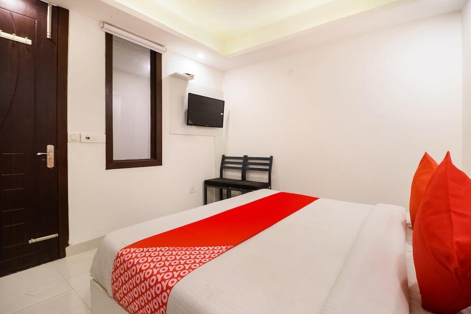 OYO 76135 Hotel Silver Estate