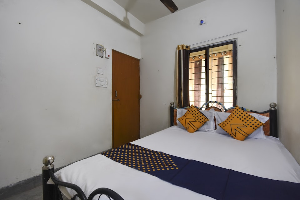 OYO 76140 H B Guest House