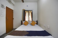 OYO 76140 H.b. Guest House