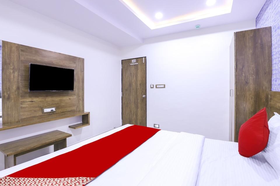 OYO VAD180 HOTEL SHREE PASHUPATI REGENCY