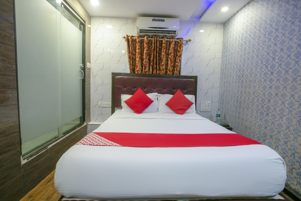 OYO 76149 Hotel Grand Inn