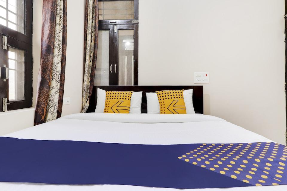 SPOT ON 76176 Hotel Royal Palace