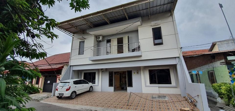OYO 90052 Star House