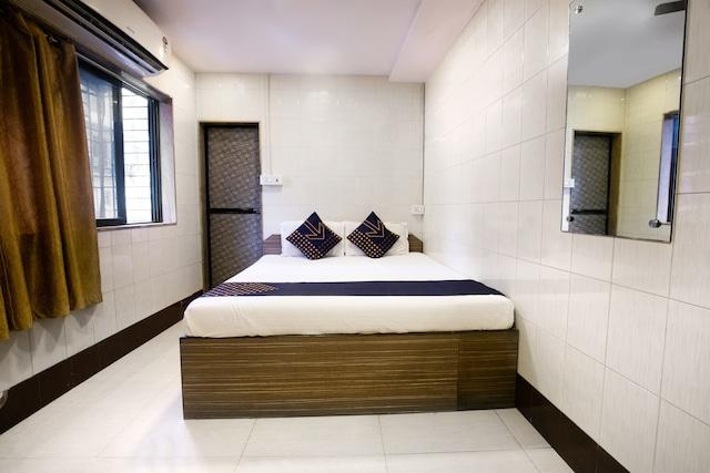 SPOT ON 76201 Hotel Saim Palace