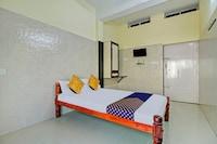 SPOT ON 76293 J P Tourist Home