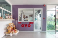 OYO 75363 V Place Apartment
