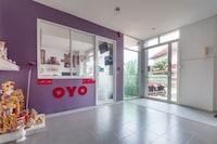 OYO 75363 V Place Apartment
