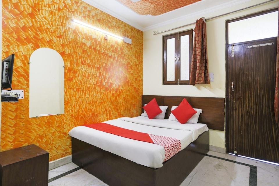OYO 76309 Hotel Royal Palace
